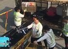 Tak traktuje się bagaże na lotnisku w Hongkongu. Nagranie robi furorę w sieci. Ludzie oburzeni