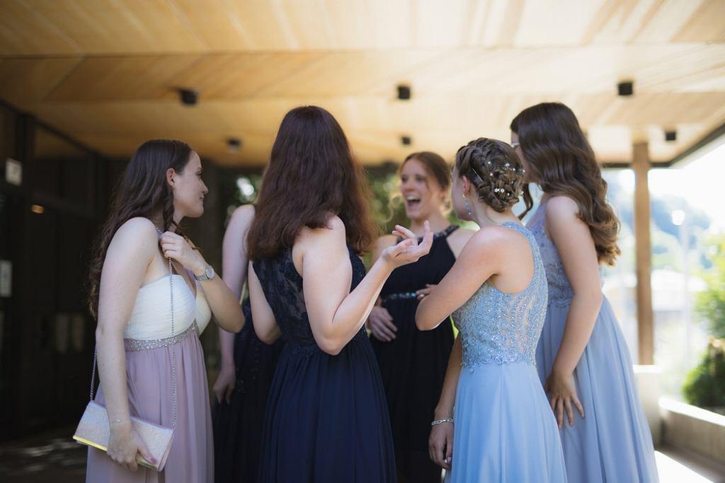 sukienki, goście weselni
