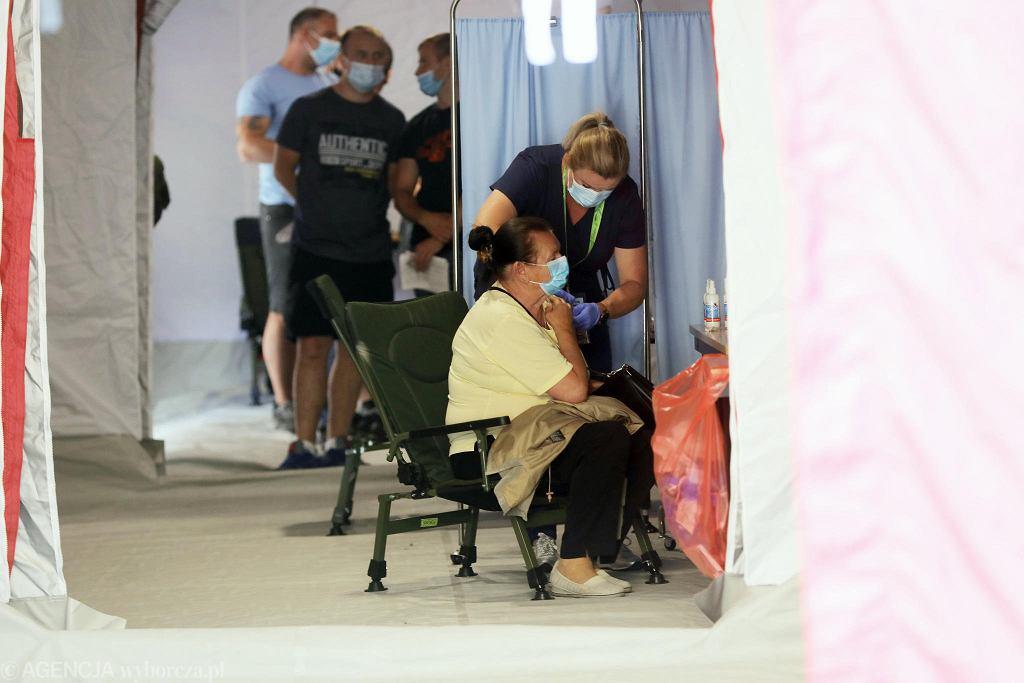 Akcja szczepień przeciwko COVID-19 na Krupówkach w Zakopanem