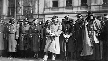 Marszałek Józef Piłsudski (1867-1935) nie skończył żadnej uczelni wojskowej, a mimo to skutecznie dowodził polską armią. Niewątpliwie umiejętnie wykorzystywał wiedzę wykształconych oficerów, m.in. szefa Sztabu Generalnego gen. Tadeusza Rozwadowskiego