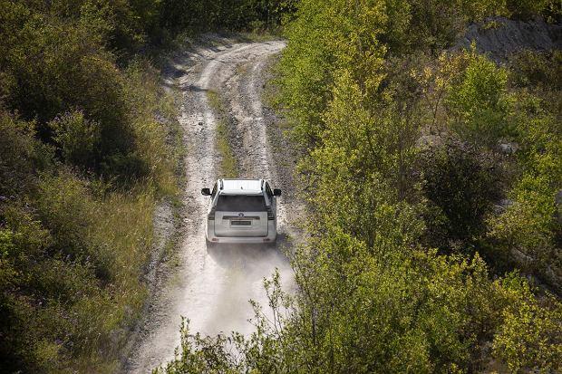 Nowe wcielenie żywej legendy! Toyota Land Cruiser to prawdziwe auto terenowe!