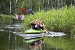 Polska na weekend: 10 popularnych szlaków kajakowych dla początkujących i zaawansowanych