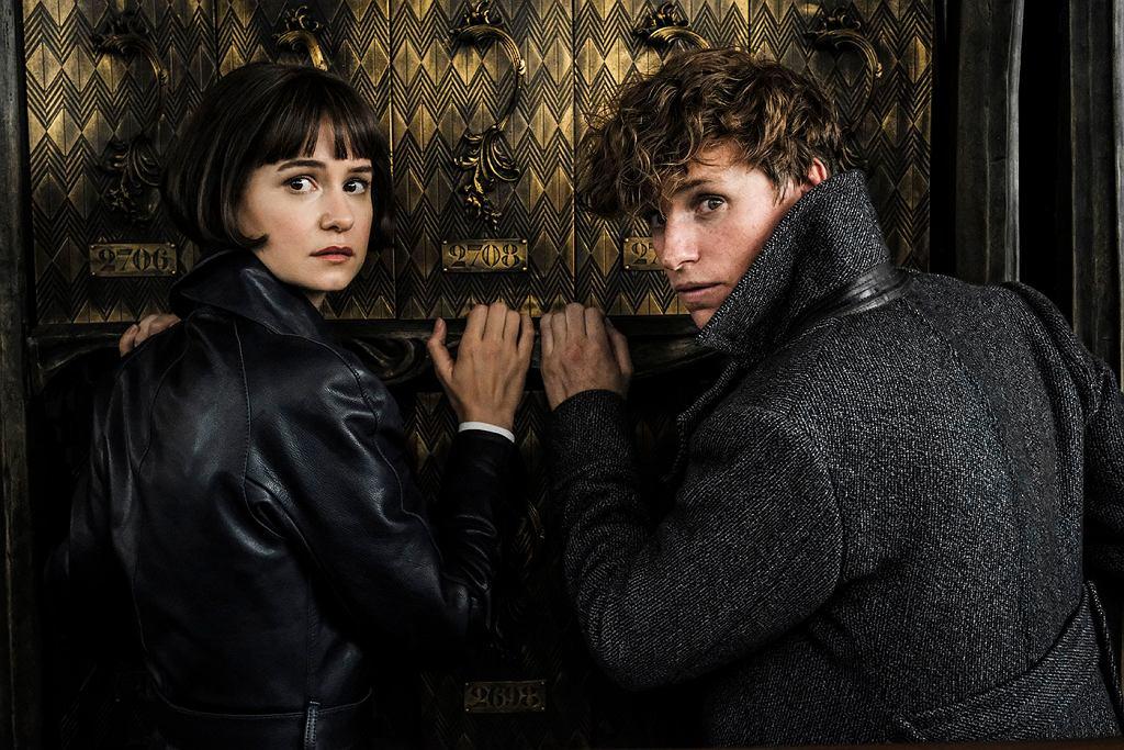 Kadry z filmu 'Fantastyczne zwierzęta: Zbrodnie Grindelwalda'. W niedzielę, 18 listopada w kinach sieci Helios film będzie można obejrzeć z ukraińskim dubbingiem