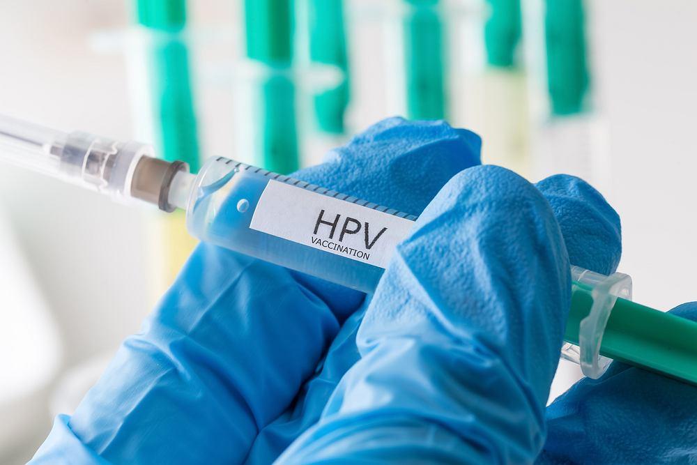 Wirus HPV - szczepionka chroni przede wszystkim przed zakażeniem wirusem brodawczaka ludzkiego typu 6, 11, 16 i 18