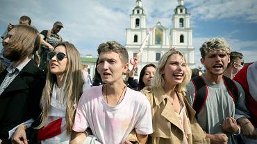 Białoruscy studenci podczas antyrządowego wiecu w Mińsku, 1 września 2020 r.