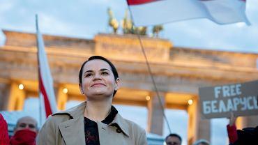5.10.2020, Berlin, Swiatłana Cichanouska na manifestacji przeciwników Łukaszenki pod Bramą Brandenburską.