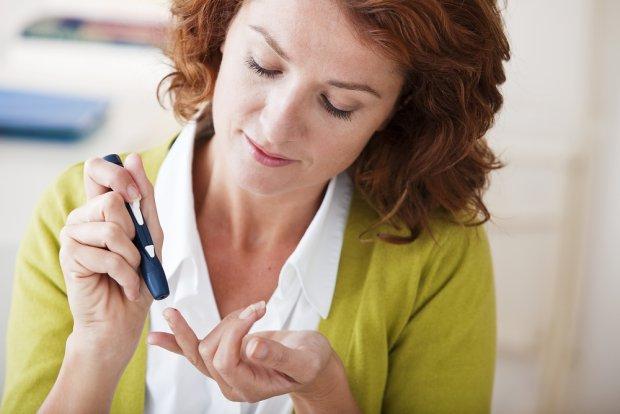 Cukrzyca: objawy, typy, leczenie i dieta. Jakie są oznaki cukrzycy?