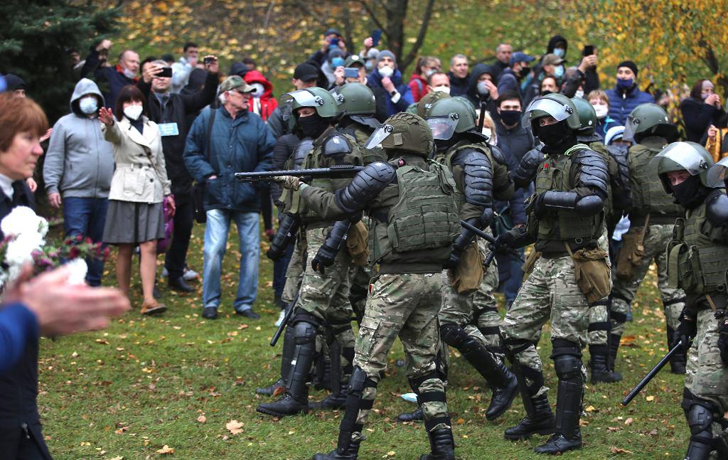 Białoruś. Starcia protestujących i sił bezpieczeństwa