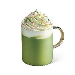 kawa o smaku zielonej herbarty z kwiatem brzosokwini