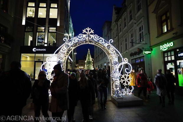 06.12.2019 Bydgoszcz. Jarmark swiateczny na ulicy Mostowej Fot. Roman Bosiacki / Agencja Gazeta