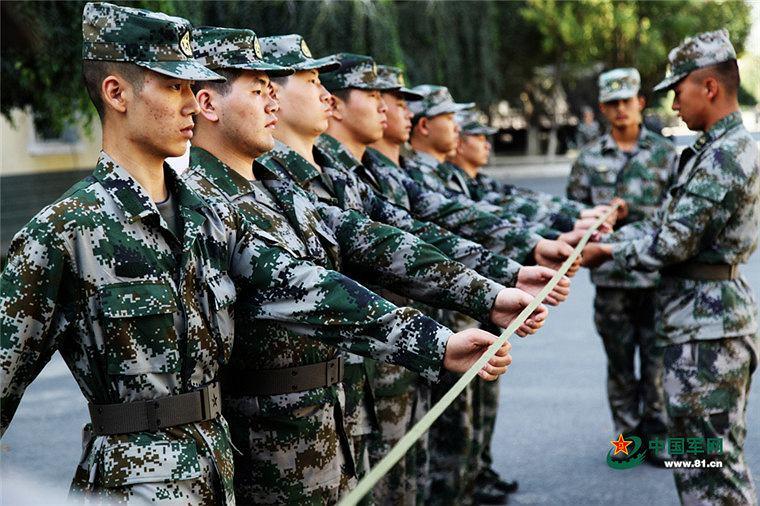 Chińscy poborowi podczas wstępnego szkolenia