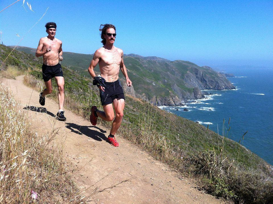 Scott Jurek (z lewej) podczas treningu
