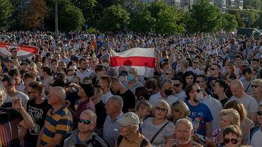 LWiec poparcia bialoruskiej opozycji w czasie Swieta Dodatkowej Edukacji .