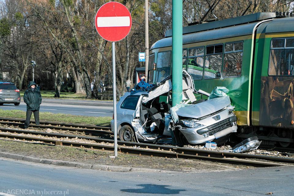 Wypadek na Zamenhofa. Peugeot zderzył się z tramwajem