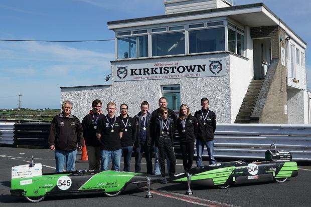 Skonstruowane przez studentów Politechniki Śląskiej elektryczne bolidy nie dały żadnych szans konkurentom, z którymi zmierzyły się w międzynarodowych wyścigach Greenpower Formula F24+ w Irlandii Północnej.