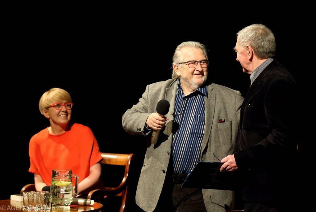 W Teatrze Śląskim w Katowicach Kazimierz Kutz świętował w czwartek 88 urodziny i promował książkę 'Fizymatenta' / GRZEGORZ CELEJEWSKI