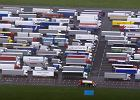 Polonia w Wielkiej Brytanii usiłuje pomóc kierowcom ciężarówek, którzy tam utknęli