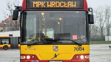 Wrocławskie MPK przekazało na licytację WOŚP 17-letni autobus Volvo 7000 o numerze bocznym 7004