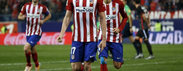 Football Soccer - Atletico Madrid v Athletic Bilbao - Spanish Liga BBVA - Vicente Calderon stadium, Madrid, Spain - 13/12/15 Atletico Madrid's Saul Niguez (C) celebrates his first goal. REUTERS/Andrea Comas SLOWA KLUCZOWE: :rel:d:bm:GF10000264699