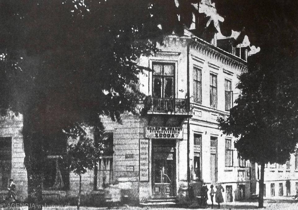 Początek lat 20. - sklep bławatny w budynku firmowym 'Zgody' u zbiegu Tumskiej i Sienkiewicza