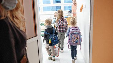 Powrót najmłodszych dzieci do szkół w czasie epidemii