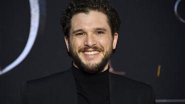 Kit Harington (Jon Snow) podczas premierowej gali ostatniego sezonu 'Gry o tron' w Nowym Jorku