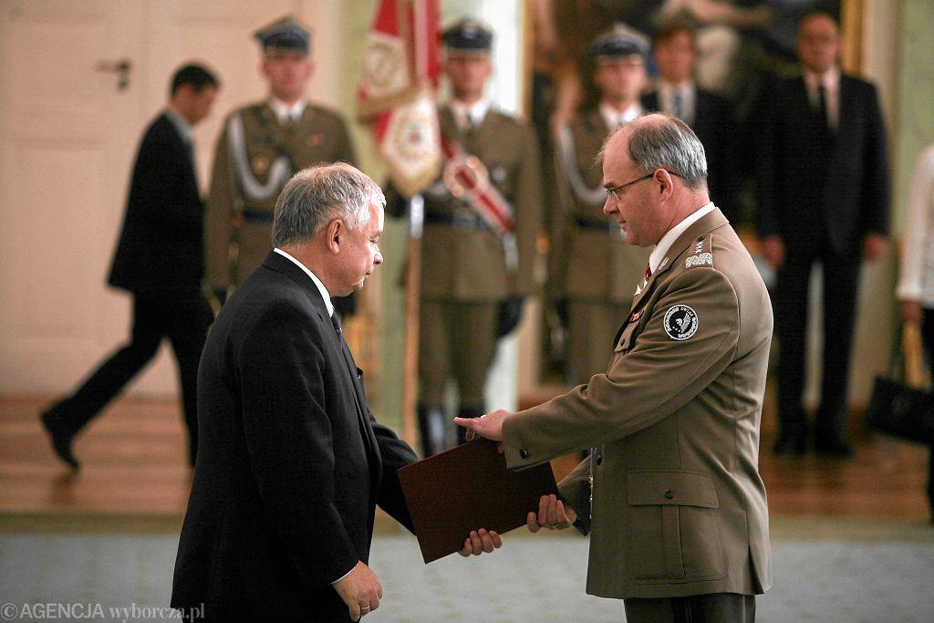 Gen. Waldemar Skrzypczak z prezydentem Lechem Kaczyńskim