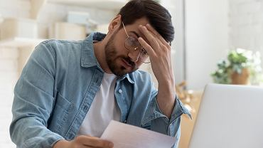 Przyczyny problemów finansowych i niepłacenia czynszu mogą być różne. Zdarza się, że po latach dług przewyższa wartość mieszkania.