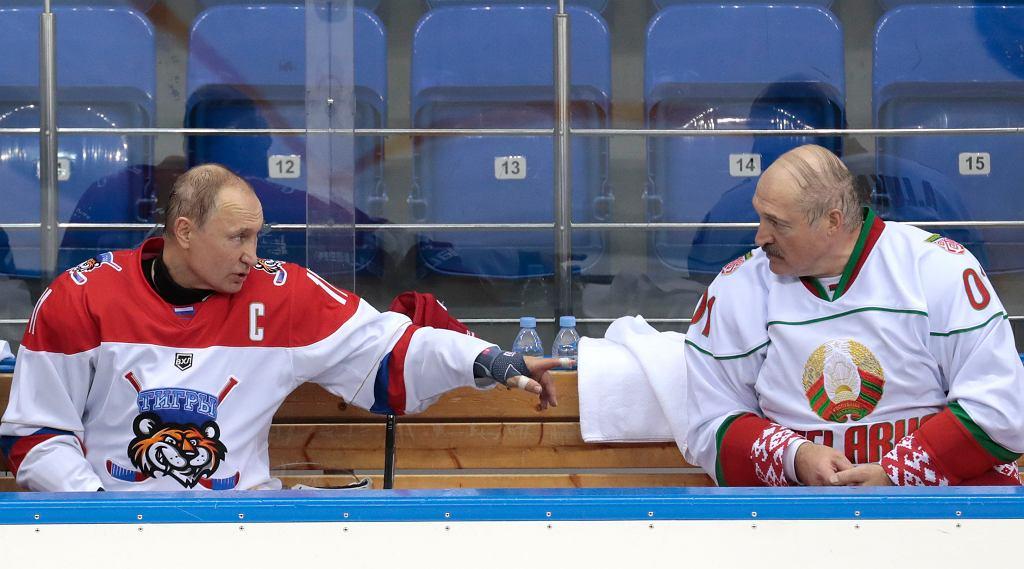 Władimir Putin i Aleksander Łukaszenka w przerwie meczu hokejowego w Soczi, 15 lutego 2019.