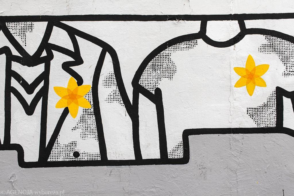 Mural poświęcony powstaniu w Getcie i akcji 'Żonkile' przy wejściu do Metra Centrum