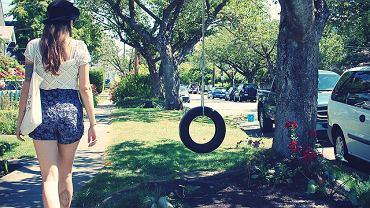 Huśtawka z opony/Tire swing (Fot. zoë biggs/Flickr.com CC2.0)