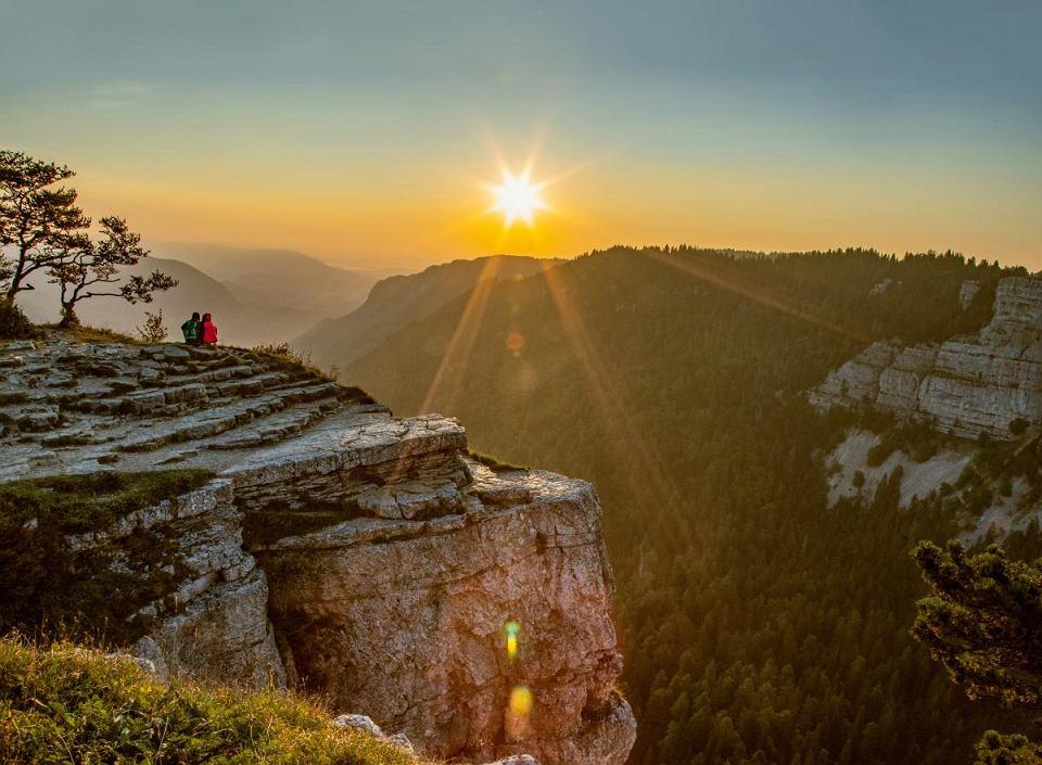 Na granicy kantonów Neuchatel i Vaud powstał naturalny, skalny amfiteatr o gigantycznych rozmiarach 'Creux du Van'