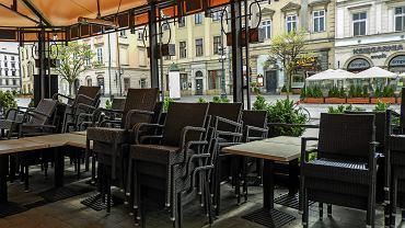 Zamknięty ogródek restauracyjny. Koronawirus