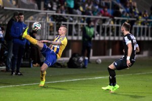 Michał Renusz przyznaje się do błędu: Źle zareagowałem, zawodnik wypuścił piłkę i dotknąłem go