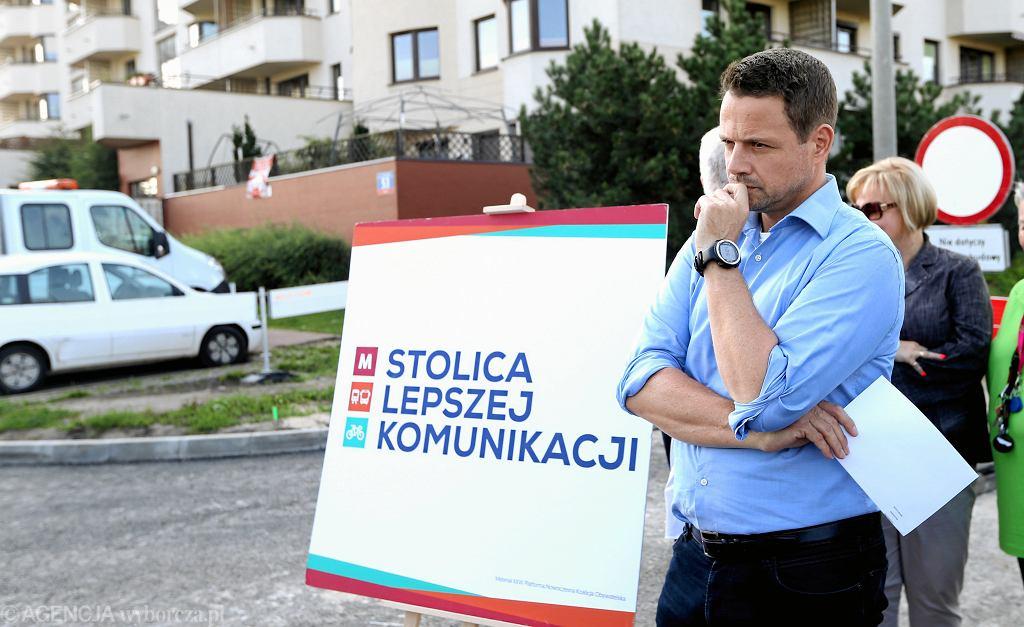 Wybory samorządowe 2018. Rafał Trzaskowski przedstawił pomysł na darmową komunikację dla uczniów szkół średnich