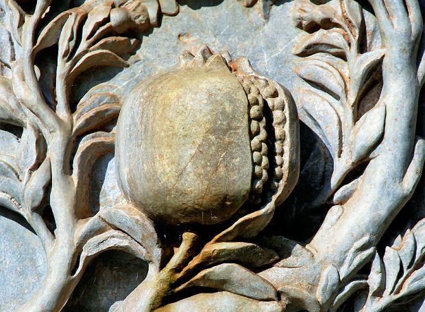Granada to po hiszpańsku owoc granatu, który jest symbolem miasta