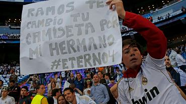Handel żywym towarem na Santiago Bernabeu! Kibic oferuje wymianę własnego brata na... koszulkę Sergia Ramosa
