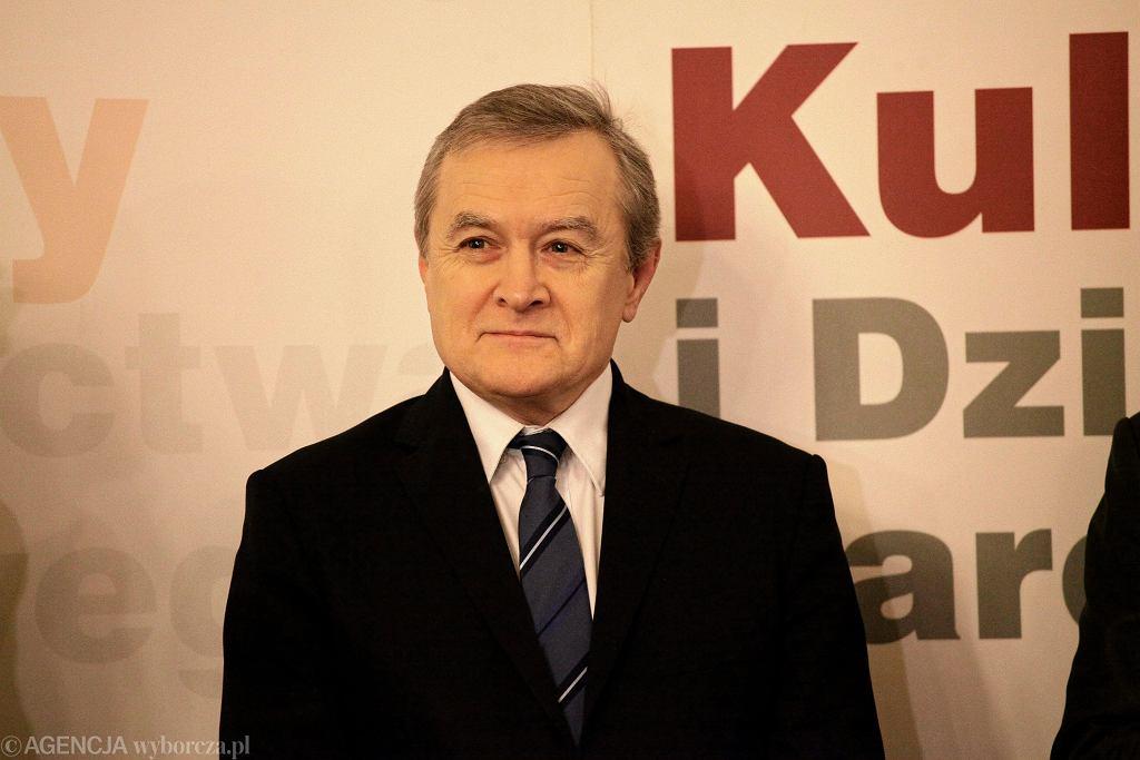 YPodpisanie umowy na zaprojektowanie wystawy stalej muzeum Jozefa Pilsudskiego w Sulejowku