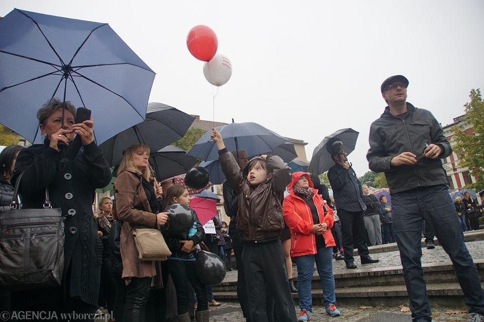 Zdjęcie numer 36 w galerii - Czarny protest w Zielonej Górze: