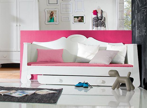 Łóżko pod materac, wymiary 200 x 90 cm.