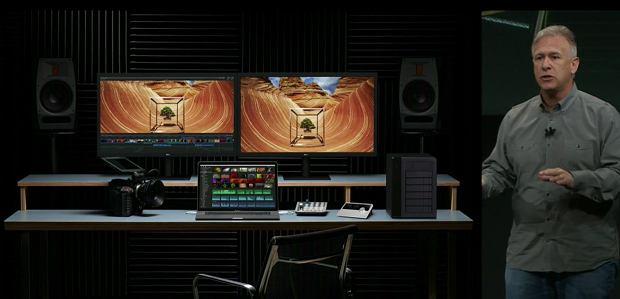 MacBook Pro podłączony do monitora 5K