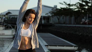 Spięcia brzucha. Jakie ćwiczenia najlepiej wyrzeźbią brzuch