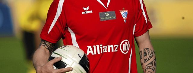 - Szef marketingu Allianzu poprosił, aby w scenach filmu 'Fusbal' na koszulkach Górnika nie było widać nazwy Allianz, bo w 2012 r. już ich raczej tam nie będzie - twierdzi Łukasz Mazur, były prezes Górnika