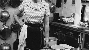Julia Child w swojej kuchni, specjalnie dla niej zaprojektowanej przez męża