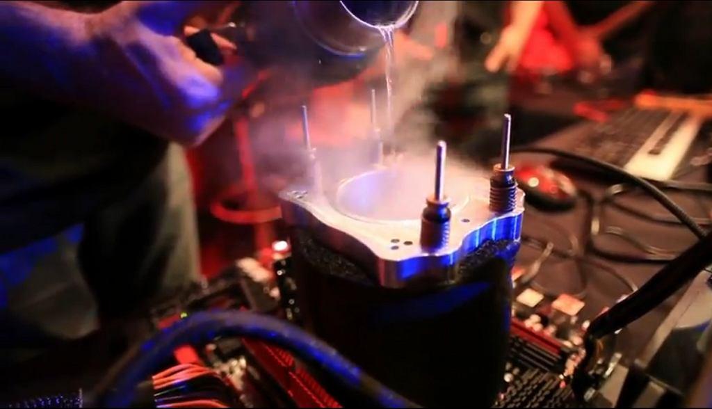 AMD podkręca procesor FX do prędkości ponad 8GHz