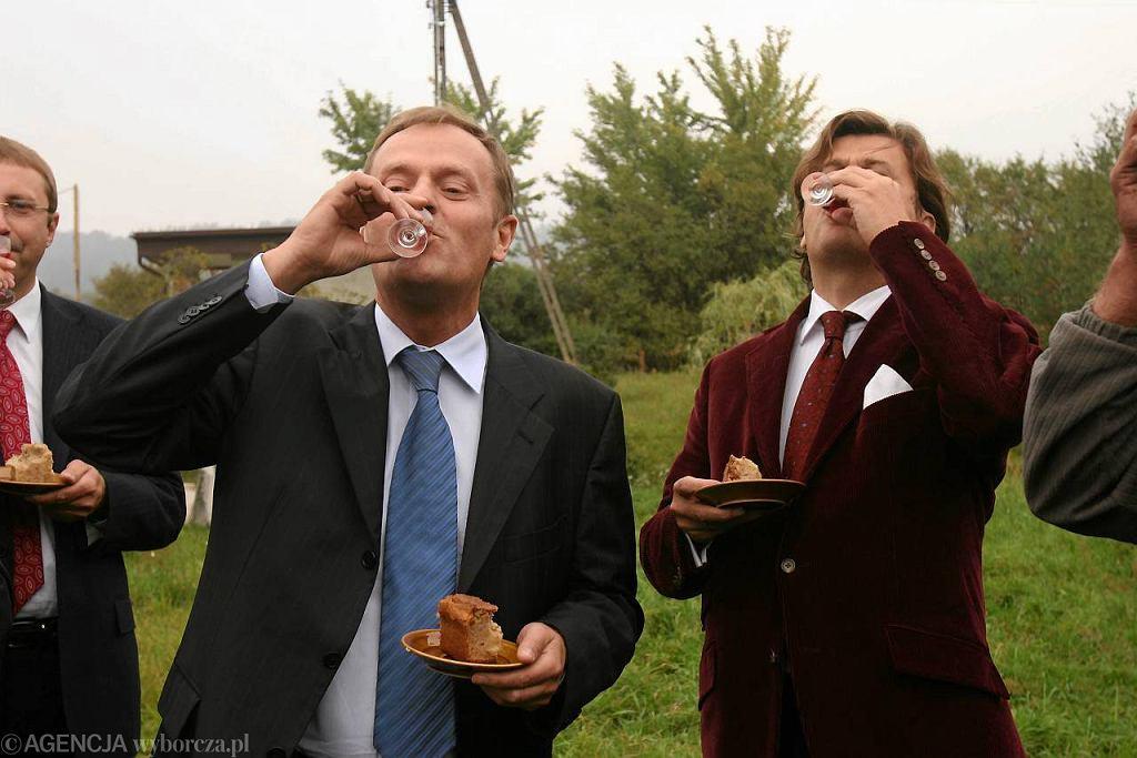 Wrzesień 2007, kampania wyborcza do Sejmu. Donald Tusk i Janusz Palikot w Lipowcu pod Biłgorajem