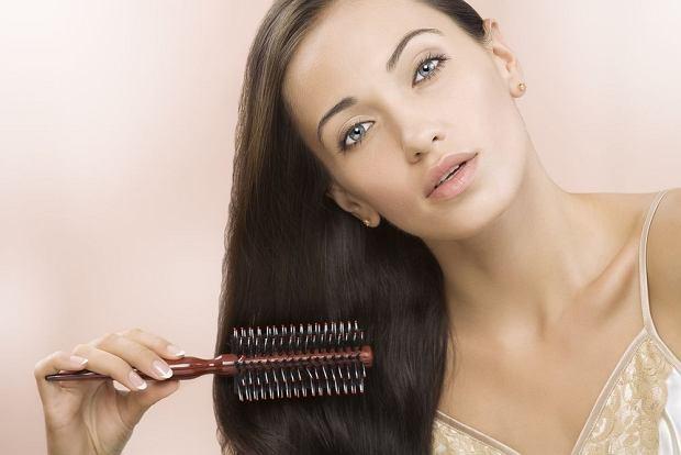domowe sposoby na słabe wypadające włosy