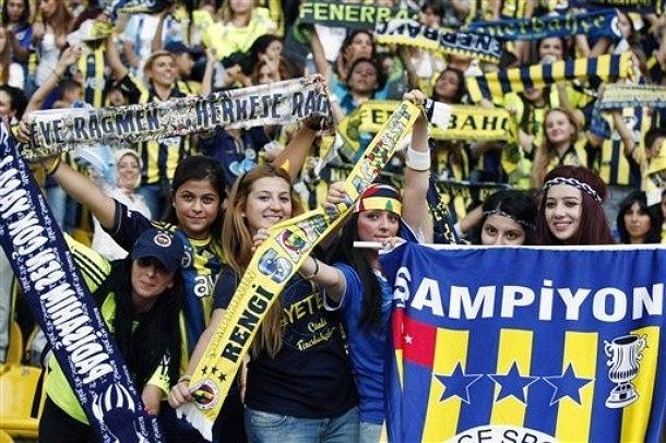 Mecz Fenerbahce - Manisaspor, na który wpuszczono tylko kobiety i dzieci do 12 roku życia. Ponad 41 tysięcy kobiet dopingowało klub ze Stambułu. Mężczyźni dostali dwa mecze zakazu po zamieszkach w meczu z Szachtarem Donieck