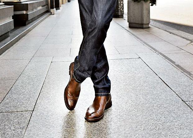 Sztyblety to eleganckie buty za kostkę, z reguły skórzane, z zaokrąglonym noskiem.