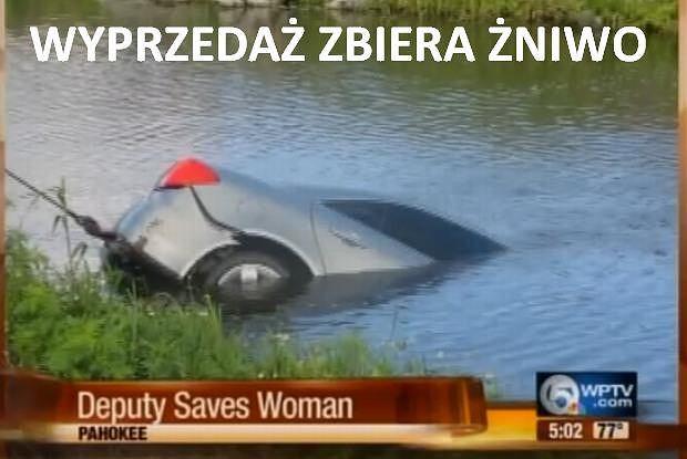 Kobieta wjechała do kanału z powodu zmęczenia po nocnej zmianie w pracy.